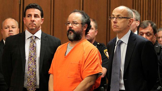 מקרה חדש ודומה לבית הזוועות בקליבלנד. אריאל קסטרו (באמצע). ארכיון (צילום: רויטרס) (צילום: רויטרס)