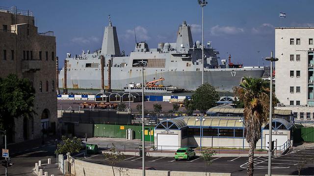 The warship in Haifa (Photo: Avishag Shaar-Yashuv )