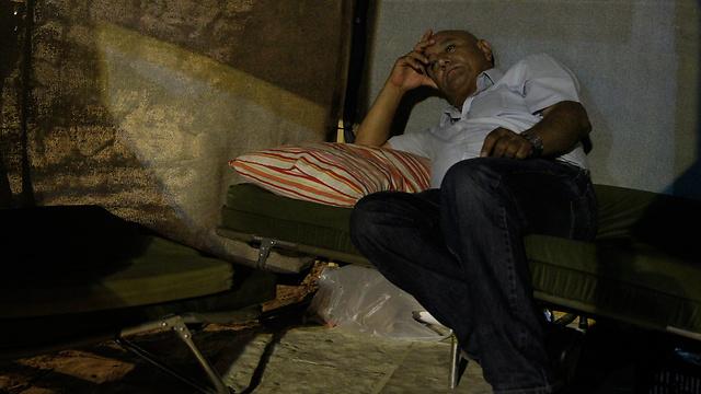 בוסקילה באוהל המחאה (צילום: עטא עוויסאת) (צילום: עטא עוויסאת)