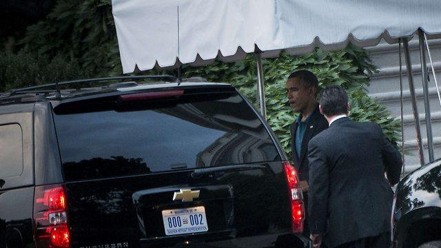 Obama arrives at meeting with senators (Photo: AFP)