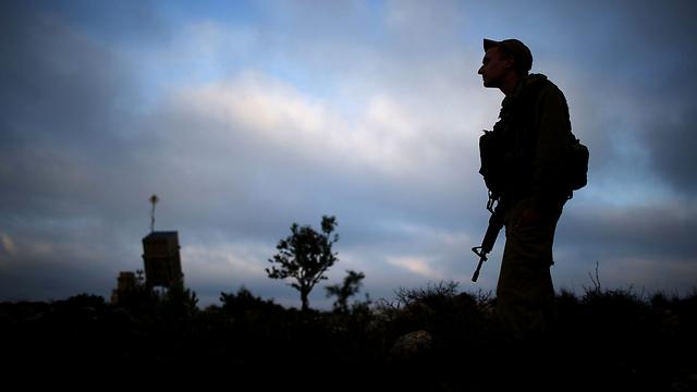 כיפת ברזל ליד ירושלים. אז אני לוחם או לא? (צילום: EPA) (צילום: EPA)