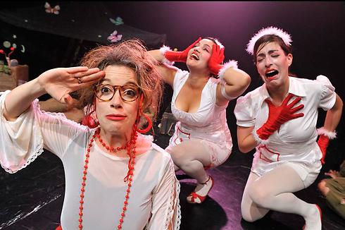 """מתוך ההצגה """"סיוט בפיקניק"""" של סופי מוסקוביץ' (צילום: יוסי צבקר) (צילום: יוסי צבקר)"""