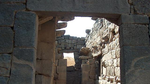 שרידי הכפר דיר קרוח בגמלא (צילום: עומר יגאל) (צילום: עומר יגאל)