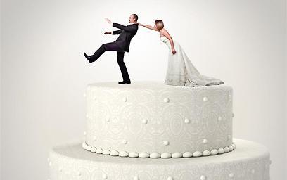 מסרבת לגירושין: בעלי חייב לכלכל אותי ( צילום: shutterstock ) ( צילום: shutterstock )
