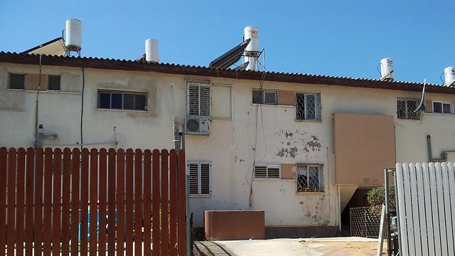 בניין רכבת בשכונת דורה בנתניה ()
