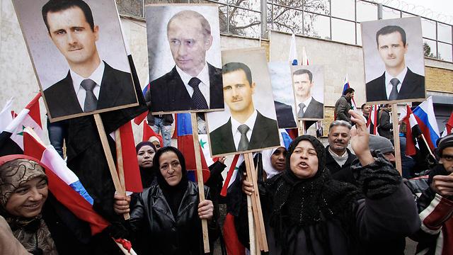 מפגן תמיכה באסד ובפוטין בדמשק (צילום: AP) (צילום: AP)