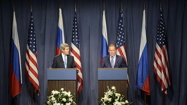 הצהרת שרי החוץ לברוב וקרי על העסקה שנרקמה (צילום: AFP) (צילום: AFP)