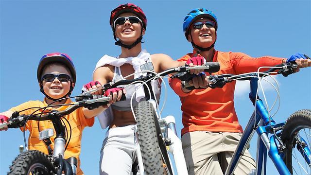 פעילות גופנית עם המשפחה היא מבורכת (צילום: shutterstock) (צילום: shutterstock)