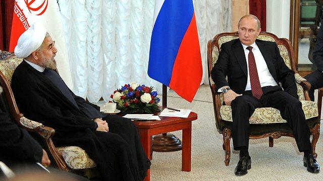 """רוסיה שיחקה תפקיד משמעותי במו""""מ עם איראן בז'נבה. פוטין ורוחאני (צילום: AP) (צילום: AP)"""