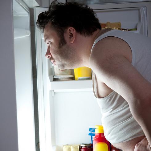 מבקר יותר מדי את המקרר? תחשוב שוב האם אתה באמת רעב (צילום: shutterstock )