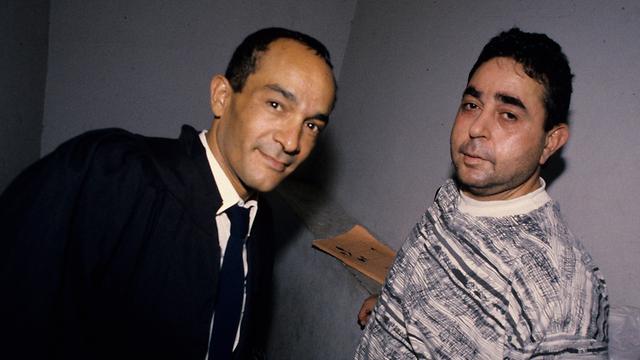 יחזקאל אסלן עם עורך דינו אריה שרעבי. נתפס בנהיגה (צילום: מיכאל קרמר)