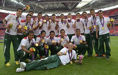 לפני קצת יותר משנה מכסיקו ניצחה את ברזיל וחגגה זהב אולימפי (צילום: AFP) (צילום: AFP)
