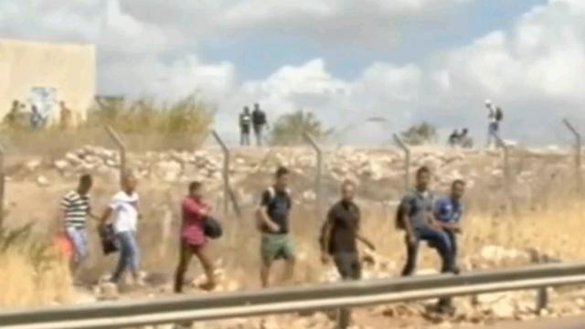 """שב""""חים פלסטינים. הצבא מעכב, המשטרה משחררת (צילום: אבי חי) (צילום: אבי חי)"""