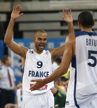 טוני פארקר. אליפות אירופה עם צרפת ועונה נהדרת בסן אנטוניו (צילום: AP) (צילום: AP)