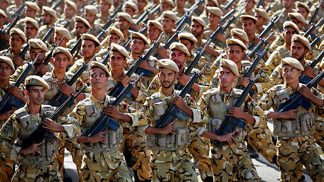 Iranian army troops in Tehran (Photo: AP)
