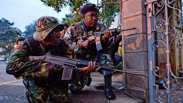 Kenyan soldiers at the Nairobi mall (Photo: AFP)
