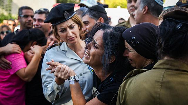הלוויתו של קובי בחיפה (צילום: אבישג שאר-ישוב) (צילום: אבישג שאר-ישוב)