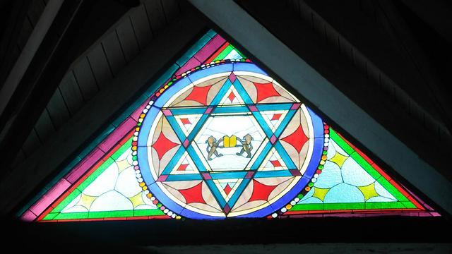 מנציחים את בריחת היהודים לרפובליקה. ויטראז' במוזיאון בסוסואה  (צילום: עדי בראון) (צילום: עדי בראון)