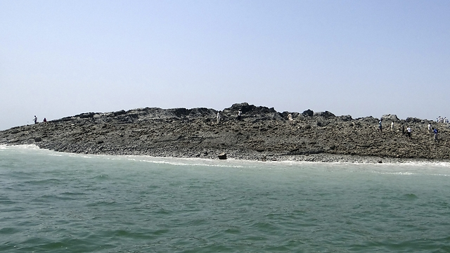 איים דומים קודמים נעלמו עם בוא גשמי המונסון ()