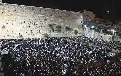 כ-30 אלף בני אדם מלאו את רחבת הכותל (צילום: אלי מנדלבאום) (צילום: אלי מנדלבאום)