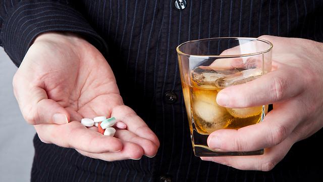 שילוב של אלכוהול ותרופות - לא מומלץ (צילום: shutterstock) (צילום: shutterstock)