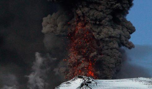 ענן אפר וולקני באיסלנד. לפני כמעט 1,500 שנה הוא גרם לאסון טבע עצום (צילום: רויטרס) (צילום: רויטרס)