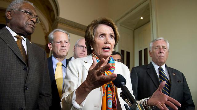"""ננסי פלוסי (במרכז), """"הנאום משדר מסר לא נכון"""" (צילום: AP) (צילום: AP)"""