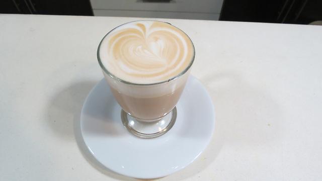 כוס קפה ב-5 שקלים. גם בקמפוס (צילום: חסן שעלאן) (צילום: חסן שעלאן)