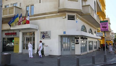 """רחוב אלנבי 12 בת""""א. עסק עולה כאן מדי חודש כ-15 אלף שקל (צילום: ירון ברנר)"""