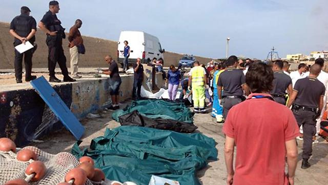 גופות בחופי למפדוסה (צילום: EPA) (צילום: EPA)