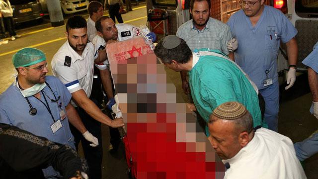 פינוי הילדה הפצועה, הערב (צילום: עמית שאבי, ידיעות אחרונות ) (צילום: עמית שאבי, ידיעות אחרונות )