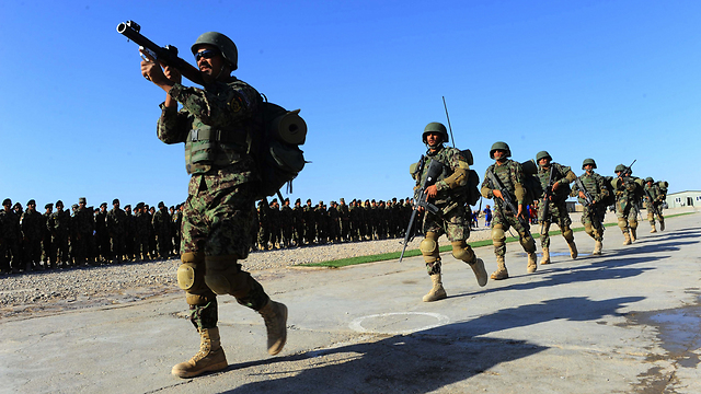 עלולים לשלם מחיר כבד על תיוגם כבוגדים. חיילים אפגנים (צילום: AFP)