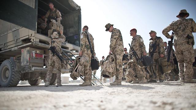 בדרך הביתה. חיילים גרמנים עוזבים את העיר קונדוז האפגנית (צילום: EPA)