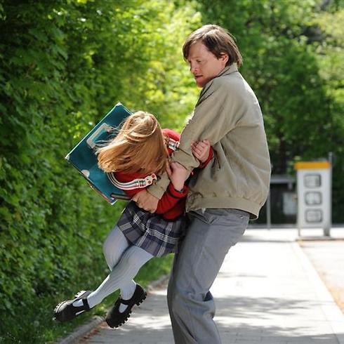 """סצנת החטיפה ב""""3096 ימים"""" ()"""