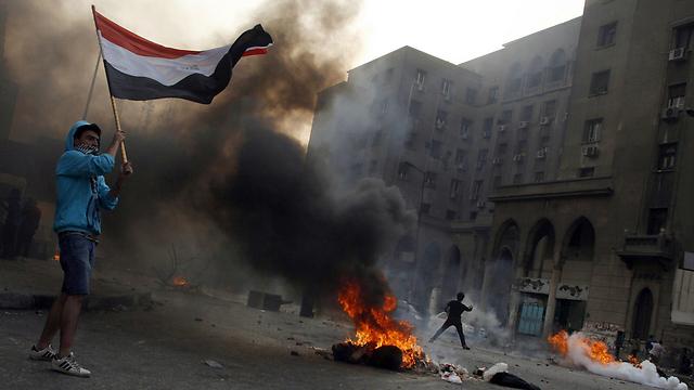 שטח אש. מהומות בקהיר (צילום: AFP) (צילום: AFP)