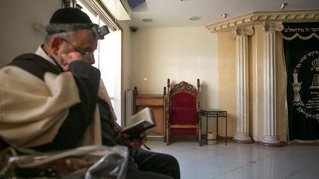 """הכיסא המיותם של הרב עובדיה יוסף ז""""ל (צילום: אוהד צויגנברג) (צילום: אוהד צויגנברג)"""