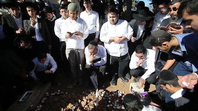 """קברו של הרב עובדיה יוסף ז""""ל, הבוקר (צילום: ירון ברנר) (צילום: ירון ברנר)"""