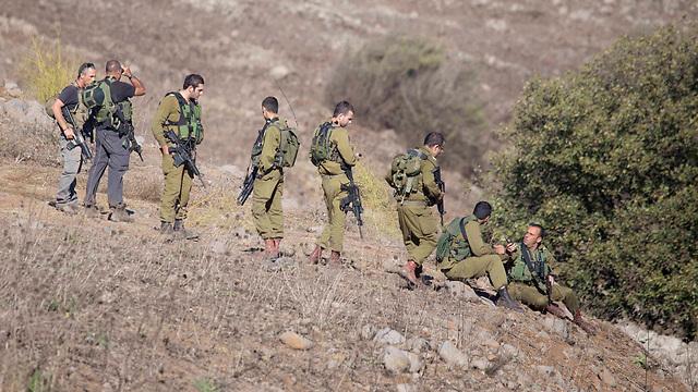 IDF soldiers shortly after shells landed (Photo: Avihu Shapira)