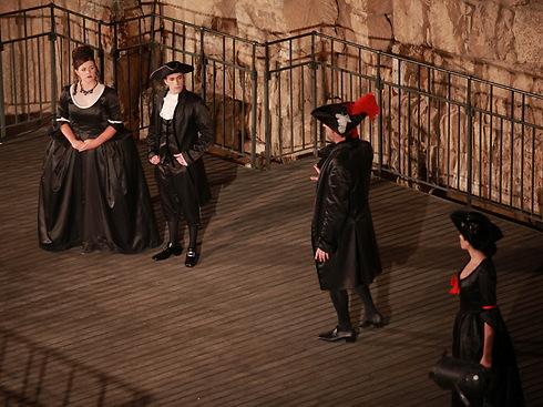 """מתוך הפקת """"דון ג'ובאני"""" של האופרה הישראלית ב-2013 (צילום: אלעד זגמן) (צילום: אלעד זגמן)"""
