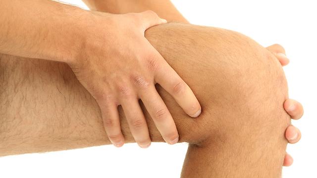 בעשור השישי לחיים הסיכון לשחיקת מפרקים עולה (צילום: shutterstock) (צילום: shutterstock)
