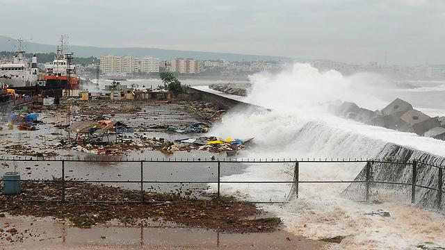 המים שטפו הכול  (צילום: רויטרס) (צילום: רויטרס)
