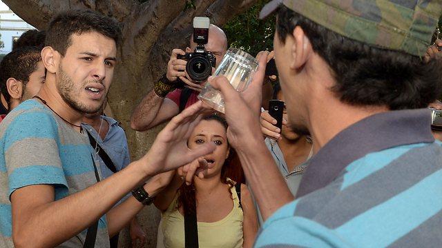 עימותים בין המפגינים למתנגדים  (צילום: AFP) (צילום: AFP)