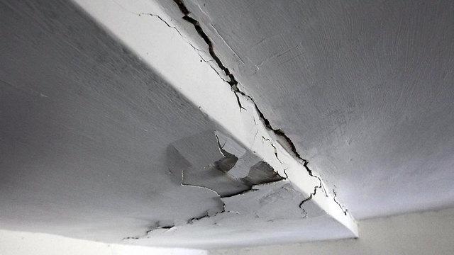התעלמות ממצב המרזב יכולה לגרום לרטיבות ולנזקים בתשתית המבנה  (צילום: גיל יוחנן)