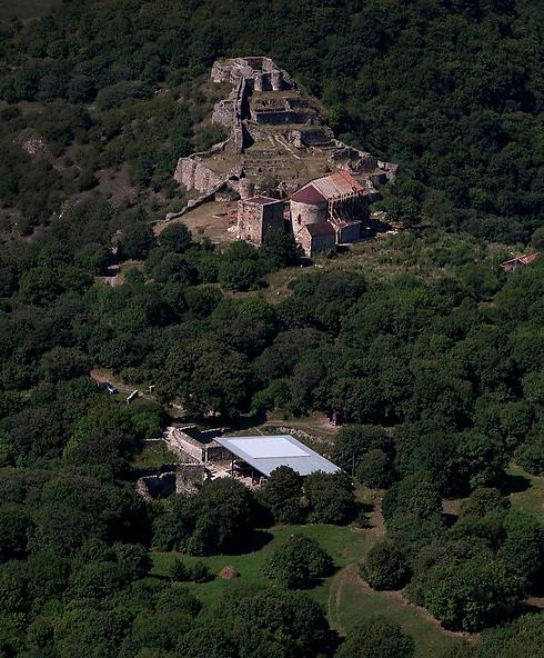 אתר החפירות בגאורגיה שבו נמצאה הגולגולת (צילום: AP)