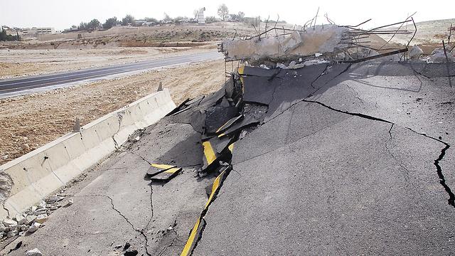 רעידת אדמה בישראל: Ynet 7,000 הרוגים ו-170 אלף חסרי קורת גג. תרחיש לרעידת