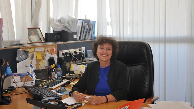 """ד""""ר קרנית פלוג במשרדה לאחר פרסום ההודעה בדבר המינוי (צילום: רונן שרעבי, בנק ישראל) (צילום: רונן שרעבי, בנק ישראל)"""