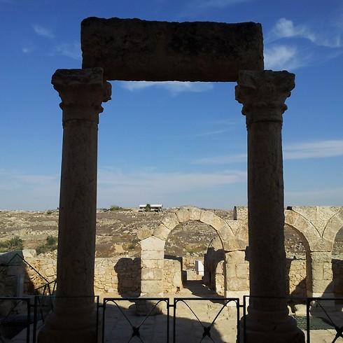 יש מה לראות בעיר היהודית מהמאה ה-8. בית הכנסת בסוסיא  (צילום: זיו ריינשטיין) (צילום: זיו ריינשטיין)