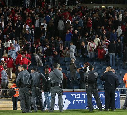שוטרים בכדורגל (צילום: אורן אהרוני)