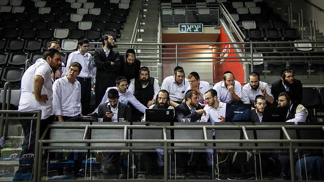 חרדים לתוצאות בחיפה (צילום: אבישג שאר-ישוב) (צילום: אבישג שאר-ישוב)