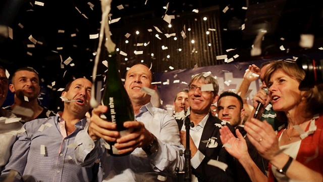 ברקת והשמפניה (צילום: אוהד צויגנברג) (צילום: אוהד צויגנברג)
